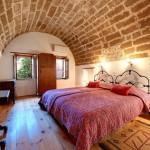 12-camera cu tavan arcuit din caramida hotel Malvasia din Monemvasia Grecia