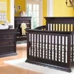 12-camera unisex bebe pereti culoare galbena si mobila wenge din lemn masiv
