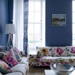 12-canapele albe cu imprimeu floral de mari dimensiuni decor living bleumarin