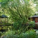 12-casuta de vacanta in forma de iurta construita pe malul unui lac Olanda