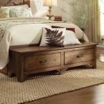 12-comoda scunda din lemn decor spatiu de la picioarele patului din dormitor