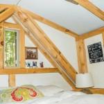 12-dormitor casa mica din lemn construita cu 4000 dolari