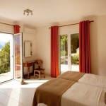12-dormitor dublu cu vedere spre gradina si Marea Ionica vila Akrothea Meganissi