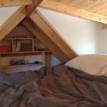 12-dormitor mansardat mic casa mobila din lemn