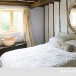 12-dormitor rusticamenajat in tonuri de alb gri si crem
