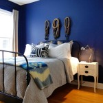 12-dormitor simplu cu perete de accent albastru intens