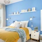 12-dormitor spatios decorat in alb bleu si galben cu birou si baie proprie
