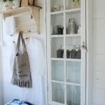 12-dulap pentru diverse maruntisuri cu usa din rama veche a unei ferestre