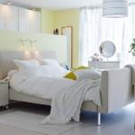 12-dulapuri cu haine montate in spatele tabliei de la capul patului din dormitor