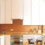 12-dulapuri suspendate pana in tavan configurare mobila in forma de U bucatarie 11 mp