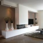 12-exemplu integrare televizor pe peretele cu semineu din living