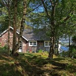 12-exterior casa mica din piatra si din lemn Scotia