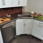 12-frigider mic integrat sub blatul de lucru din bucatarie