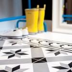 12-gresie cu imprimeu geometric decor pardoseala hol apartament