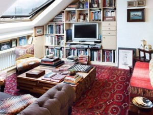 12-idei amenajare living mic in mansarda