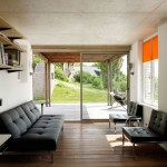 12-iesire spre terasa din living casa mica restaurata si extinsa de Franklin Azzi
