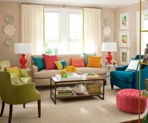 12-living mic decorat cu multe accente colorate