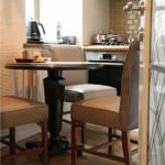 12-masa rotunda cu 3 scaune loc de luat masa bucatarie mica