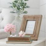 12-mic aranjament decorativ de vara cu hortensii si decoratiuni din lemn natur