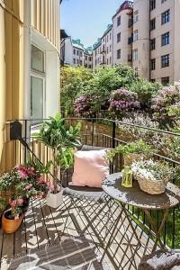 12-mobila gri din fier decor balcon mic apartament