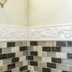 12-mozaic mixt din piatra naturala ceramica si sticla finisare perete blat de lucru bucatarie