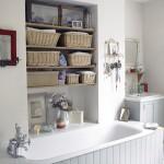 12-organizare maruntisuri in cosulete impletite pe rafturile din baie