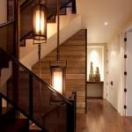 12-perete casa scarii placat cu scandura din lemn