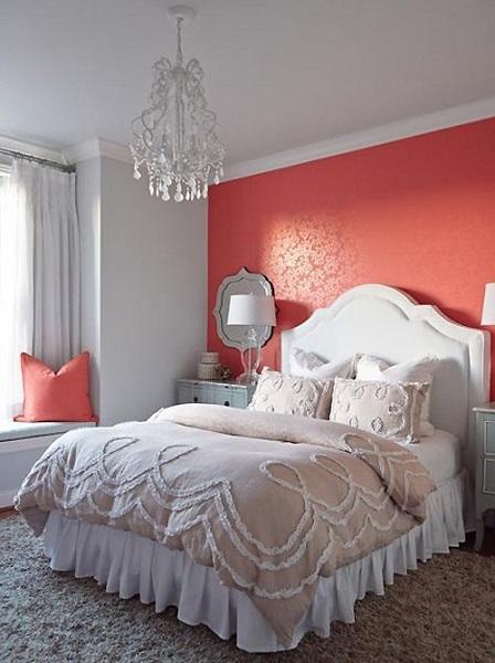 12-peretele-de-la-capul-patului-din-dormitor-decorat-cu-tapet-rosu