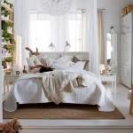 12-plante verzimobilier din lemn si covor din iuta in amenajarea unui dormitor modern