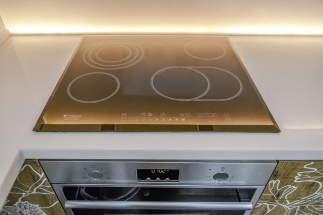 12-plita si cuptor electrice amenajare bucatarie moderna cu accente urbane