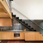 12-scara interioara design modern cu bucataria amenajata dedesubt