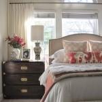 12-schimbarea aspectului dormitorului prin repozitionarea patului si a noptierei