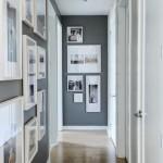 12-tablouri si fotografii inramate decor perete hol ingust si mic