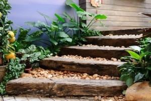 12-trepte rustice gradina din popi de lemn si pietris