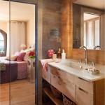 13-baie matrimoniala separata de dormitor prin paravan de sticla