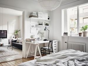 13-birou amenajat in dormitorul matrimonial al apartamentului scandinav cu 3 camere