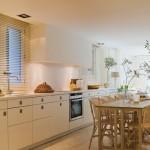 13-bucatarie moderna cu accente rustice casa veche restaurata