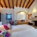 13-camera dubla cu doua paturi din hotelul de piatra Malvasia in cetatea Monemvasia Grecia