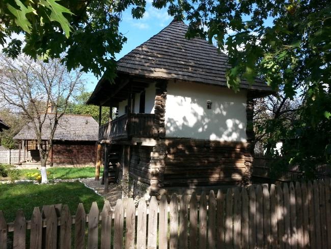 13 casa taraneasca cu beci