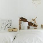 13-detalii decor de la capul patului unui dormitor al casei