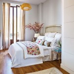 13-dormitor elegant amenajat in tonuri deschise de gri crem si alb cu mici accente de culoare