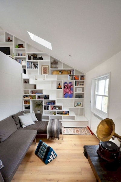 13-exemplu scara interioara living compacta integrata in biblioteca amenajare casa mica