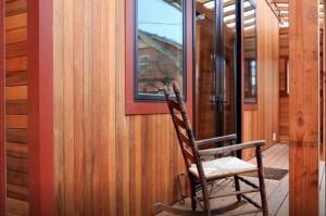 13-exterior casa mica din lemn cu prispa SUA