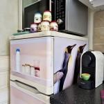 13-frigiderul decorat cu autocolante decorative dupa renovarea bucatariei