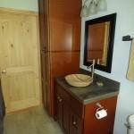13-lavoar baie casa mica din lemn 65 mp