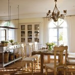 13-loc de luat masa amenajat in interiorul bucatariei mari si spatioase