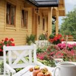 13-loc de luat masa in afara casei taranesti din lemn