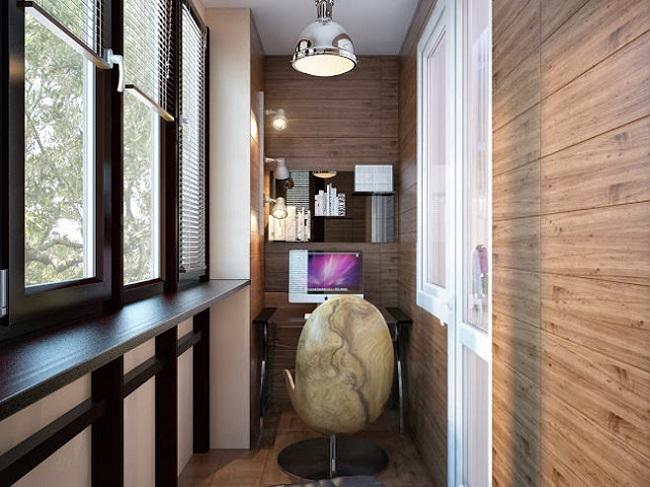 13-mic birou amenajat in interiorul unui balcon de apartament