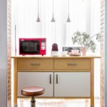 13-minibar cu mici electrocasnice amenajat langa fereastra dintre bucatarie si dining