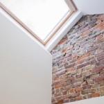 13-perete caramida aparenta detaliu decor interio casa foarte ingusta 2-3 m latime